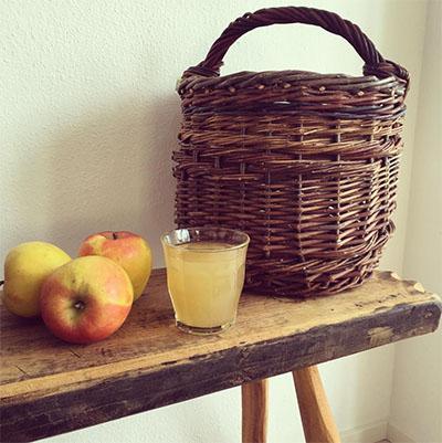 Ընտանեկան խնձորի հյութ պատրաստելու համար բաղադրատոմսը: Ինչպես կատարել խնձորի  հյութ, եթե դուք չունեք հյութեղացուցիչ: Վիտամին խնձորի ...